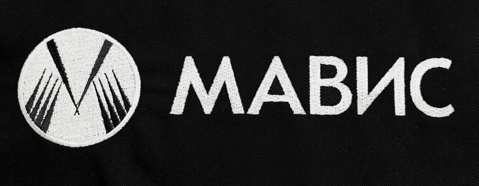 нанесение логотипа на одежду - способ вышивка